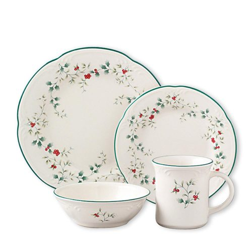 Pfaltzgraff Winterberry holiday dinnerware