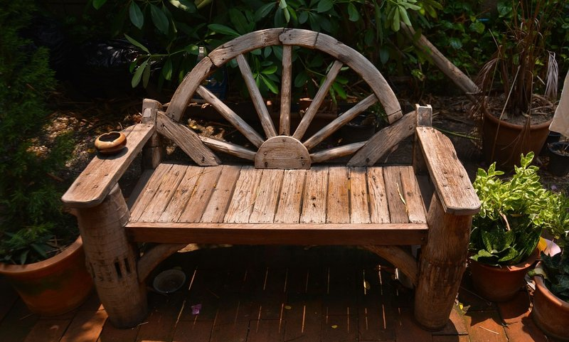 Rustic log bench that you can make