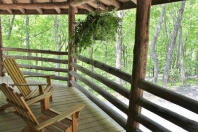 Horizontal log railing on log home porch