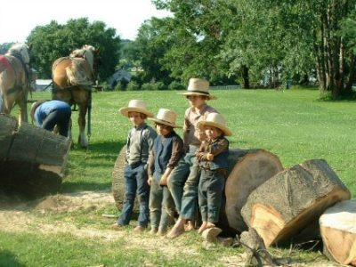 Amish children watching the men work