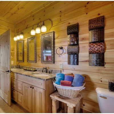 Pretty bathroom with rustic decor
