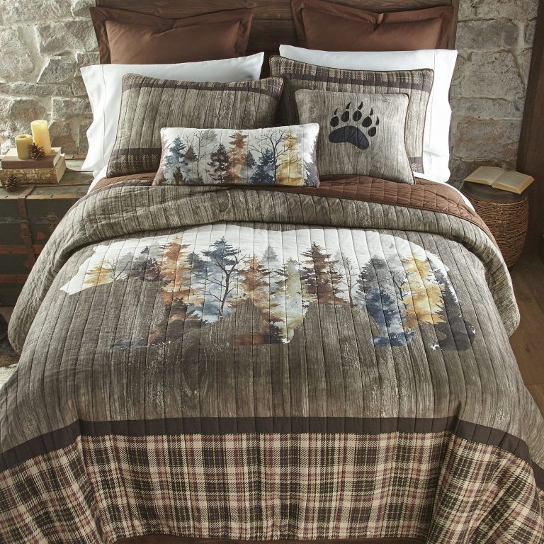Bear Mirage quilt on bed