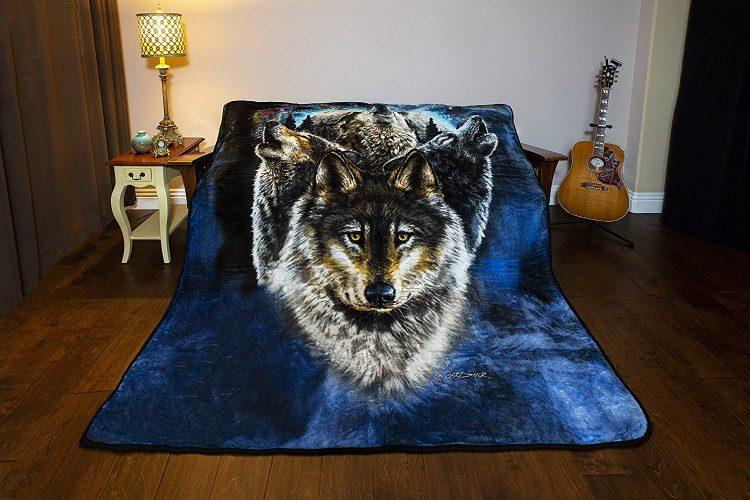 Lunar wolves blanket
