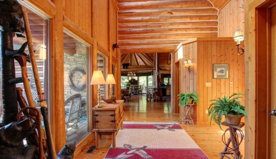 Tips on decorating a log home with round logs like these