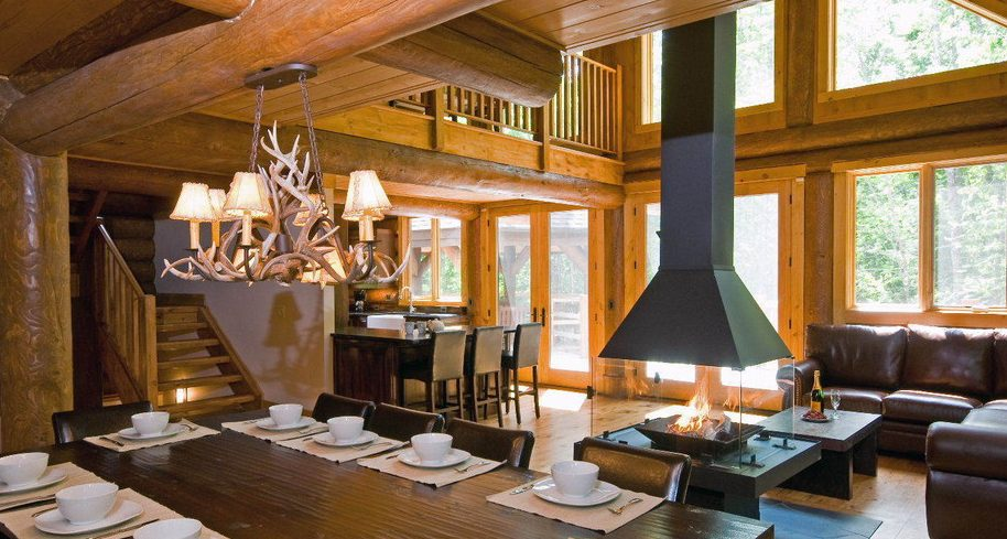Antler chandelier light in a log home dining area